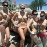 amateur-public-nudes-whilst-on-vacation-at-the-beach0_big