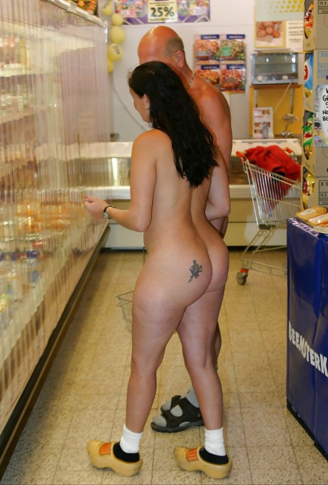 nude in mall