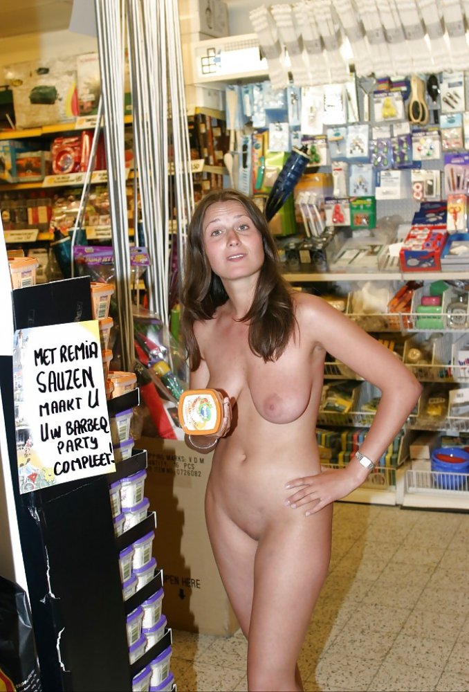 shopping girl nude mall