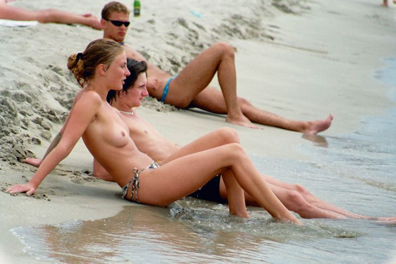 Topless babe at the beach in tiny bikini with her boyfriend great look hot sultry boobs