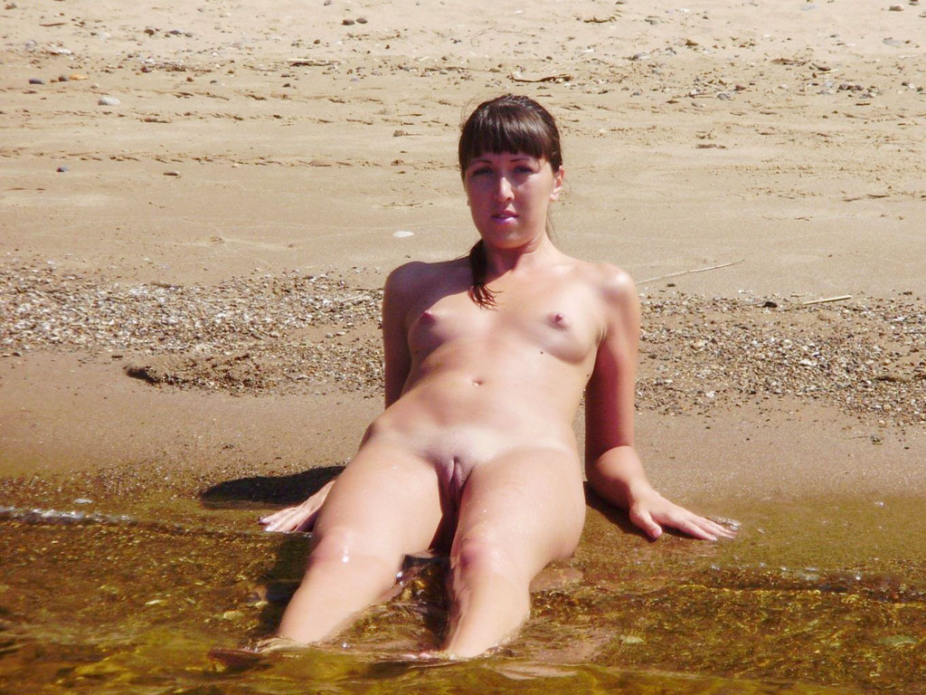 Skinny crumpet with clean tasty cunt posing naked in the water