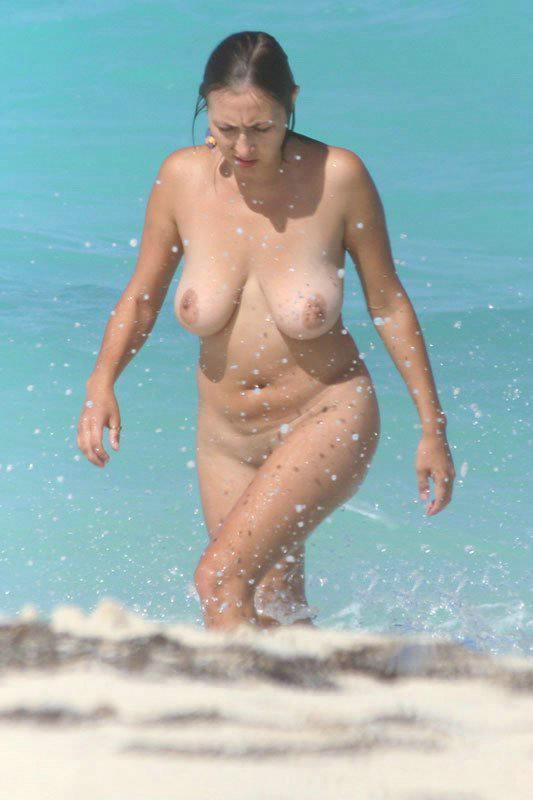 Nudist chick getting out of the water