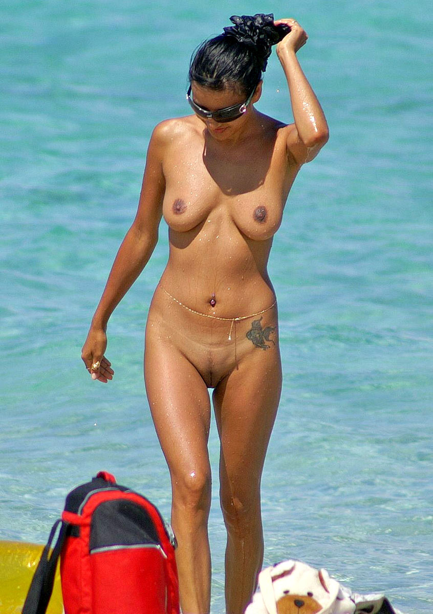 Stunning girl gets out of the sea completely naked